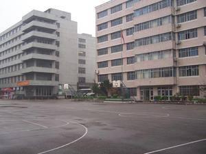 学校广场 上海医疗器械高等专科学校-东沪校区