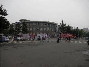 学校广场 成都中医药大学-十二桥校区