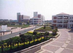 学校广场 上海应用技术大学-徐汇校区