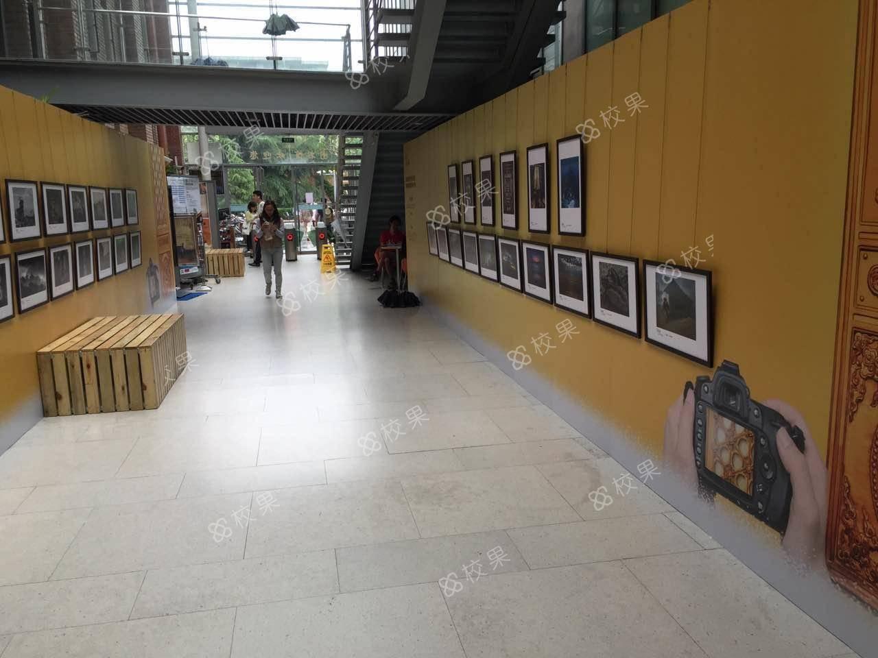 校果-同济大学室内展览场地--图书馆文化走廊