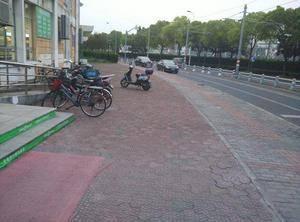 学校广场 上海中医药大学