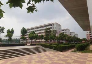 学校广场 河南工程学院