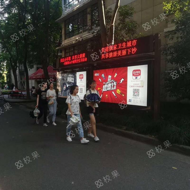 校园灯箱广告投放 湖南商学院营销推广
