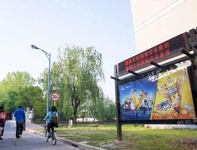 灯箱广告 河北工业大学
